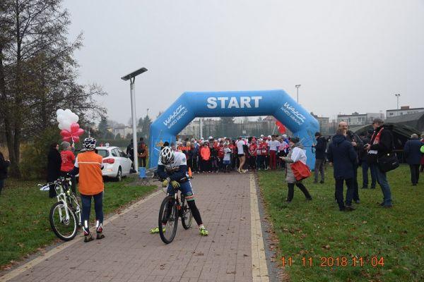 Wałecki Bieg Niepodległości - zawodnicy - biegacze wystartowali