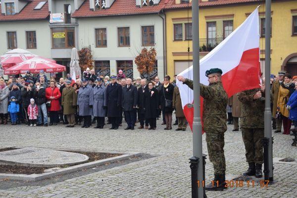 Świętujemy razem 100 Rocznicę Odzyskania Niepodległości, Plac Wolności wciągnięcie flagi Polski na maszt oraz wspólne śpiewanie hymnu