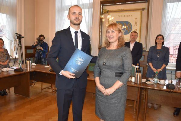 Burmistrz Maciej Żebrowski wraz z Przewodniczącą Miejskiej Komisji Wyborczej w Wałczu Dorotą Draus (2)