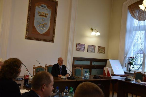 Sesja inauguracyjna -  radny senior Alfred Mikłaszewicz