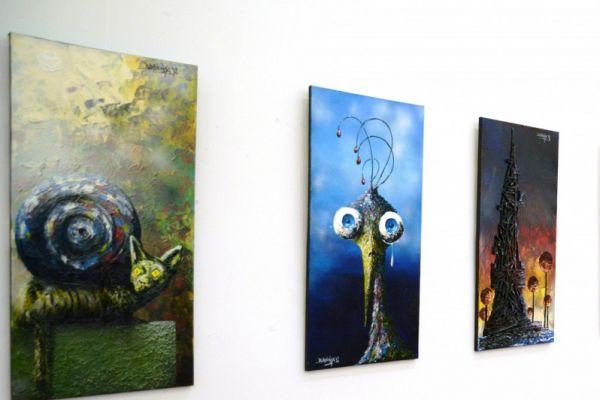 Wystawa prac Bartłomieja Baranowskiego Przedsny - na zdjęciu zaprezentowane prace autora
