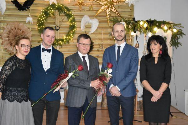 na zdjęciu m.in. Anna Gródka-Naczelnik Wydziału OSS, Andrzej Stec, Maciej Żebrowski-burmistrz i Agnieszka Łyskawa-viceburmistrz