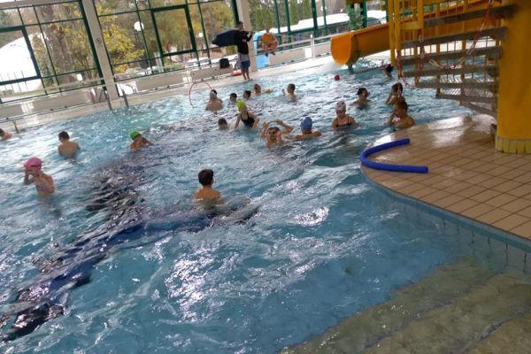 Pływalnia OPO w Wałczu -uczestnicy systematycznej nauki pływania - dzieci z klas I-III ze Szkół Podstawowych nr 1, nr 2, nr 4 i nr 5 w Wałczu