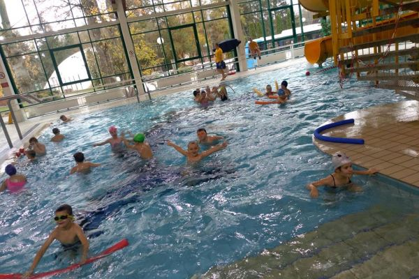 Pływalnia OPO w Wałczu -uczestnicy systematycznej nauki pływania - dzieci z klas I-III ze Szkół Podstawowych nr 1, nr 2, nr 4 i nr 5 w Wałczu (2)