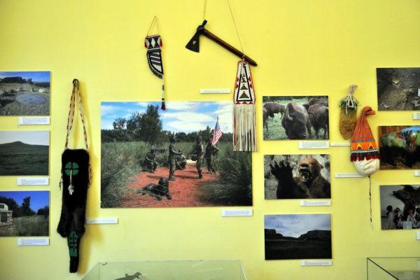 Eksponaty wystawy pt. Wyprawa Lewisa i Clarka na Zachód Ameryki