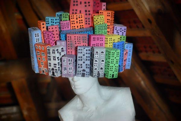 konstrukcja bloków z kartonu na głowie rzeżby