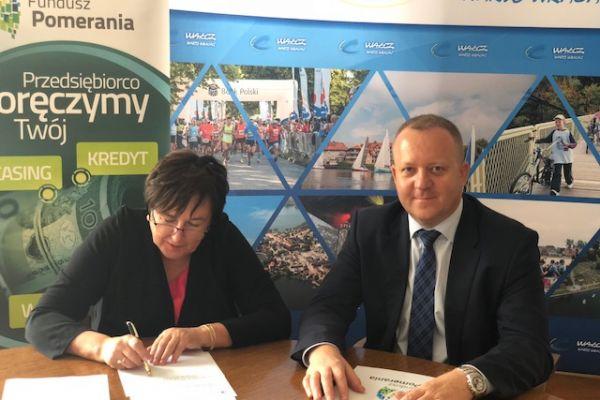 Burmistrz podpisuje porozumienie