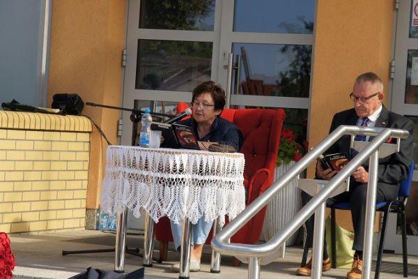 czytanie fragmętu przedwiośnia przez Burmistrz Miasta Wałcz Bogusławę Towalewską